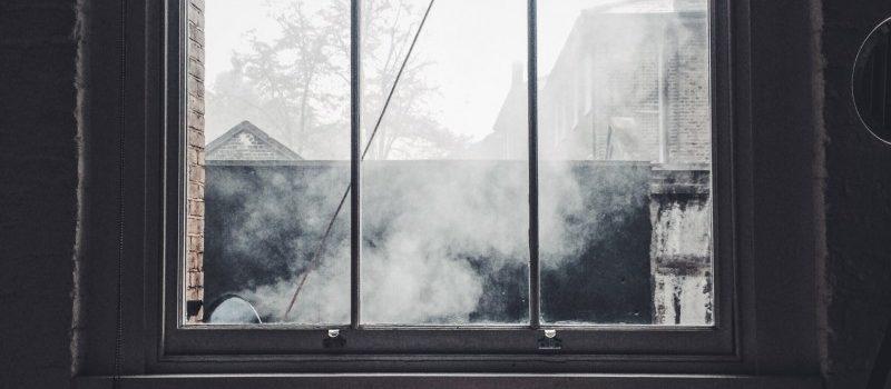 rolety w oknie