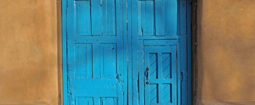 drzwi w bloku