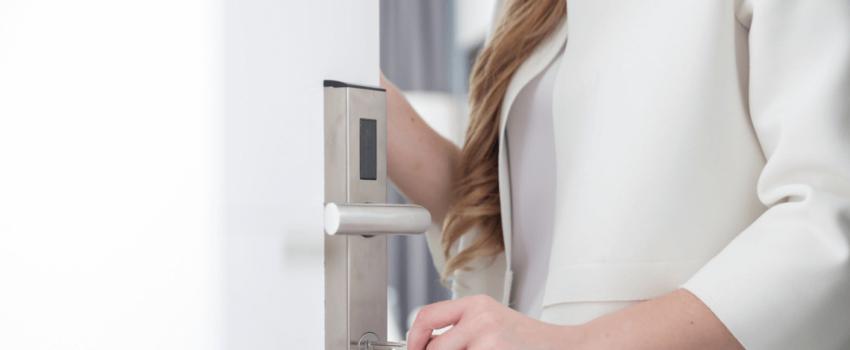 Czy warto zamontować drzwi aluminiowe w domu