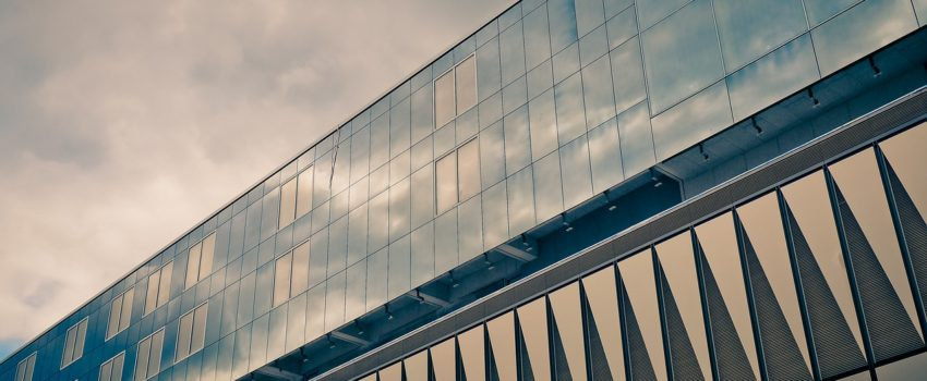 okna w ramach aluminiowych